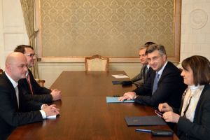 Predsjednik Vlade Plenković sastao se s Tomislavom Žigmanovim i Slavenom Bačićem, predstavnicima Hrvata u Srbiji