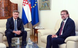 Predsjednik hrvatske Vlade Plenković razgovarao s predsjednikom DSHV-a Žigmanovim o položaju hrvatske zajednice u Srbiji